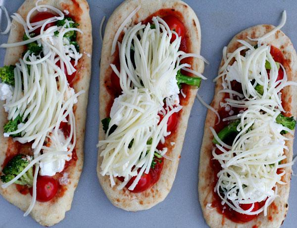 Naan-pizzas