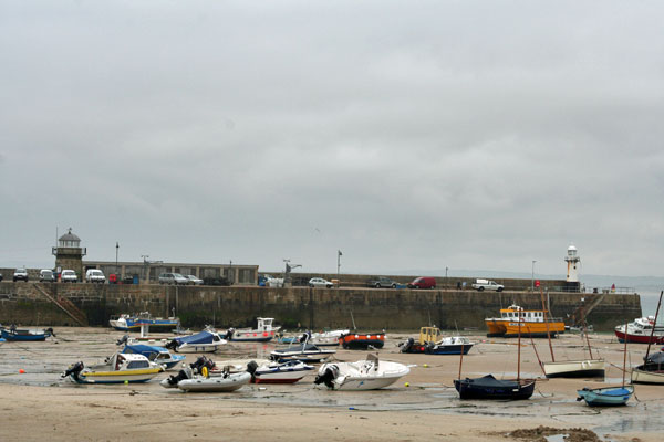 Low-tide-st-ives-harbor-2