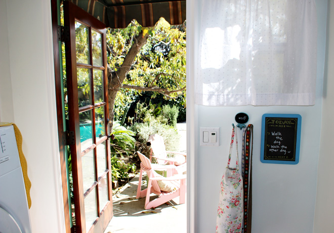 Suziebeezieland-laundry-room-back-door